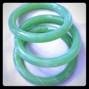 Jade bracelet trio... Solid single frame!